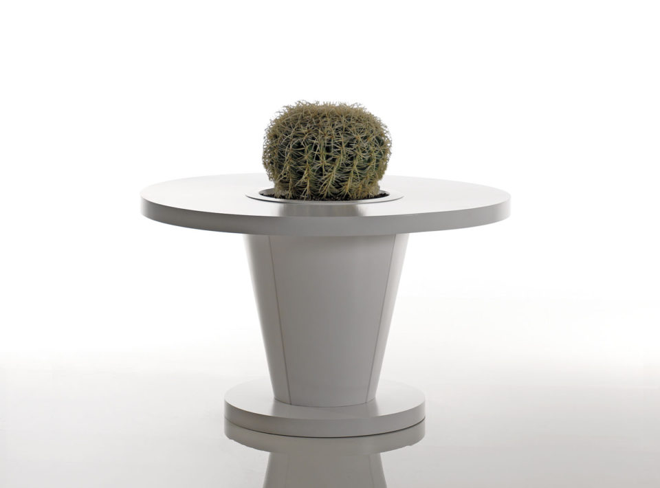 Sirkel round table with planter