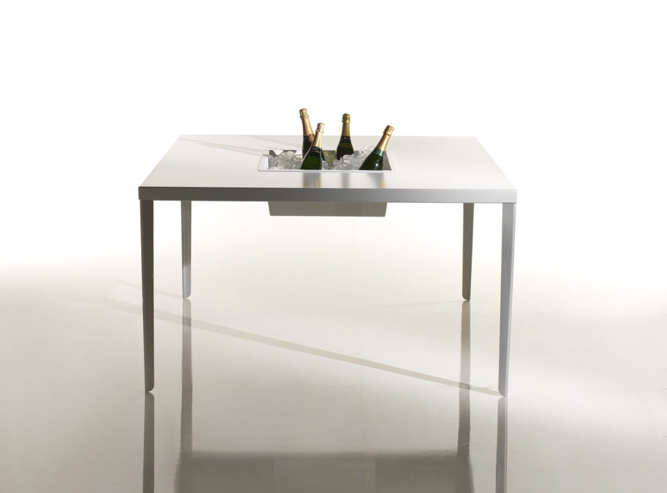 Cena tavolo quadrato con fioriera