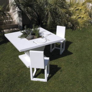 Eneo tavolo quadrato con fioriera